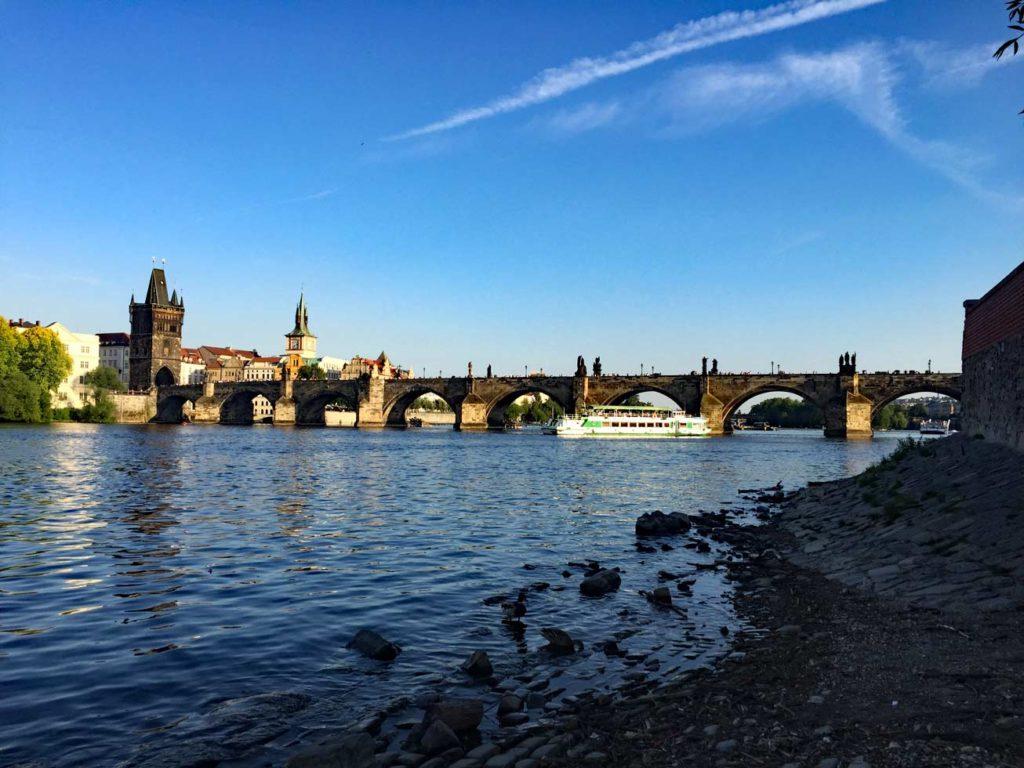 Karlsbrücke-Prag-mit-Kindern