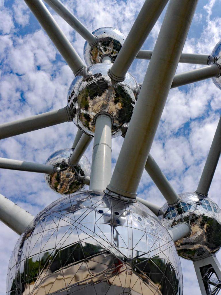 Belgien-Atomium-mit-Kindern