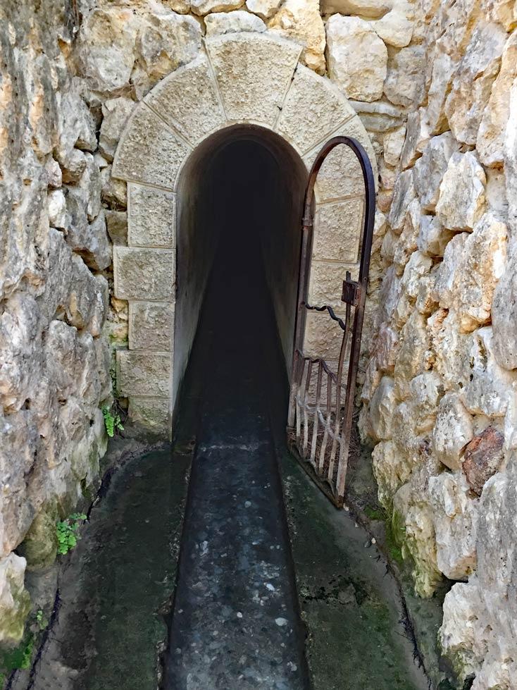 Archangelos-Tunnel-auf-Rhodos