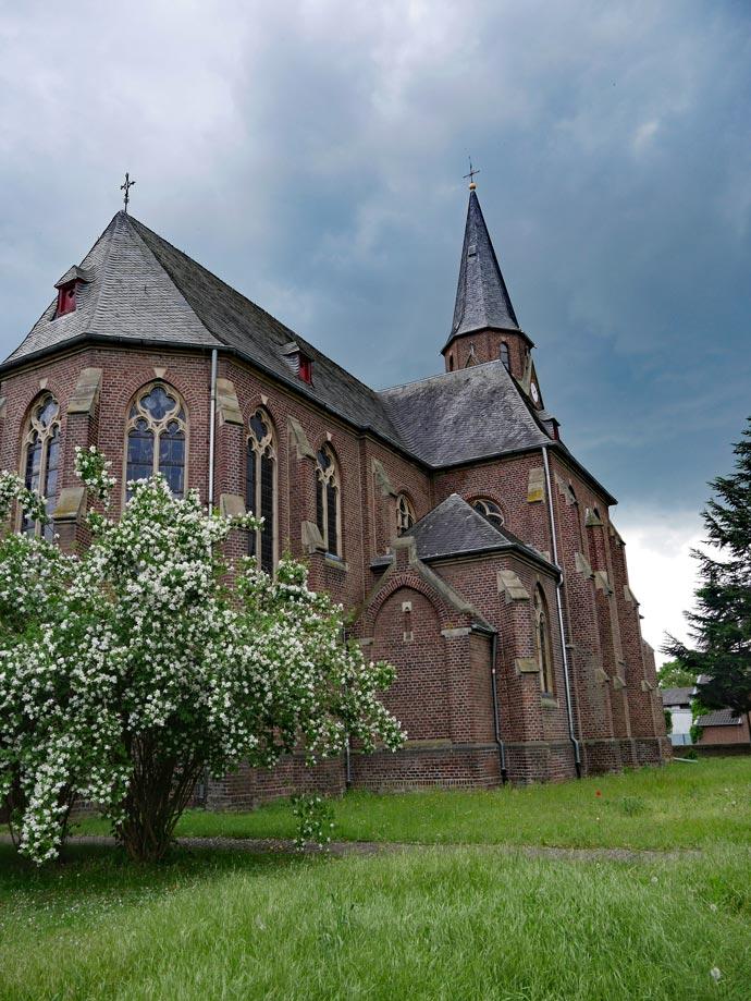 kirche_manheim_hambacher_forst
