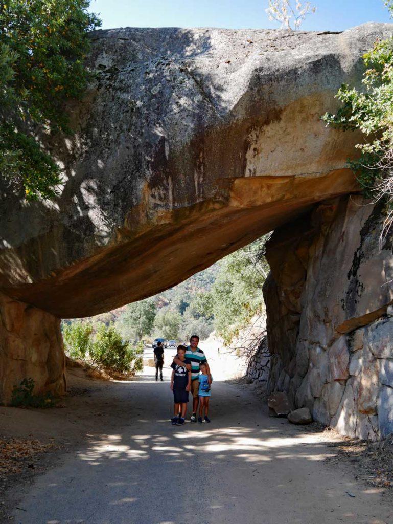 tunnel rock sequoia nationalpark mit kindern