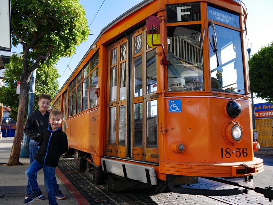 historische_strassenbahn_san_francisco_mit_kindern