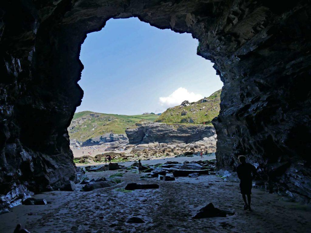 höhle-trabarwith-beach-strandurlaub-cornwall-mit-kindern