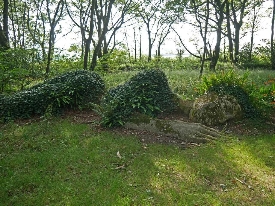 the-mud-maid-lost-gardens-of-heligan-cornwall-mit-kindern