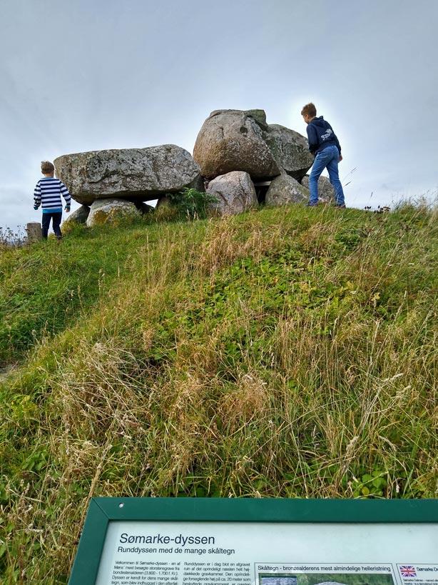 somarke dyssen megalithgrab huehnengrab dolmen mon mit kindern