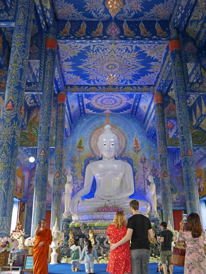 blauer-tempel-blue-temple-chiang-rai-mit-kindern
