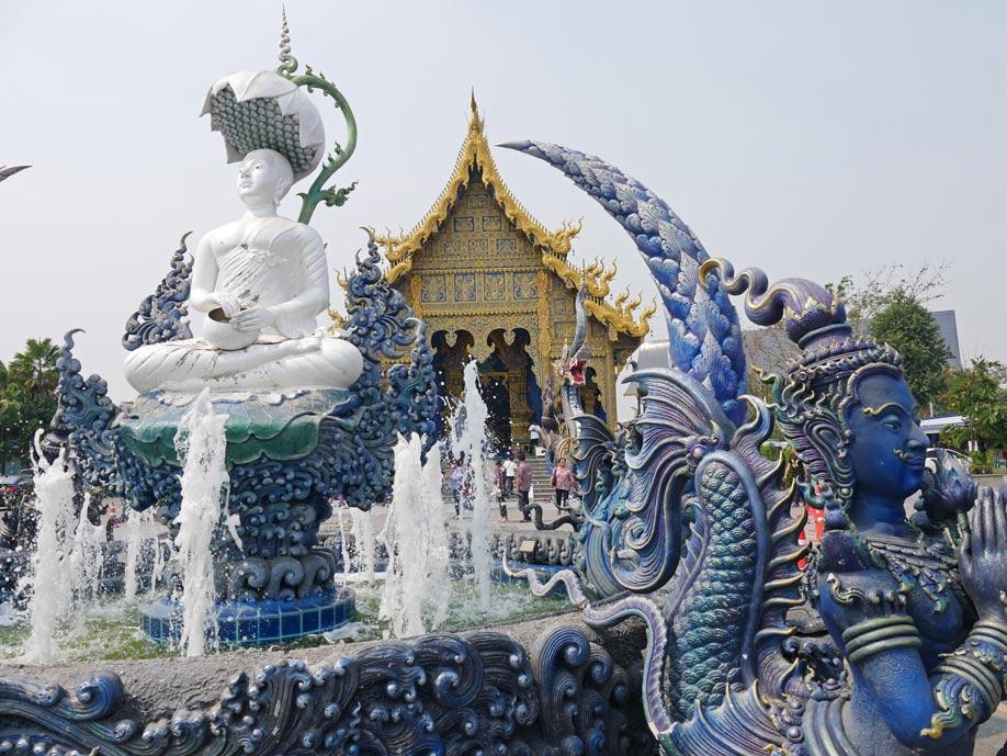 blue-temple-chiang-rai-mit-kindern