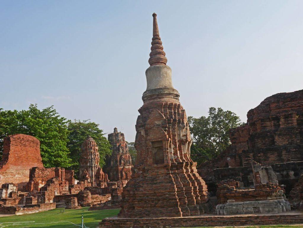 buddhismus wat mahatat ayutthaya thailand mit kindern
