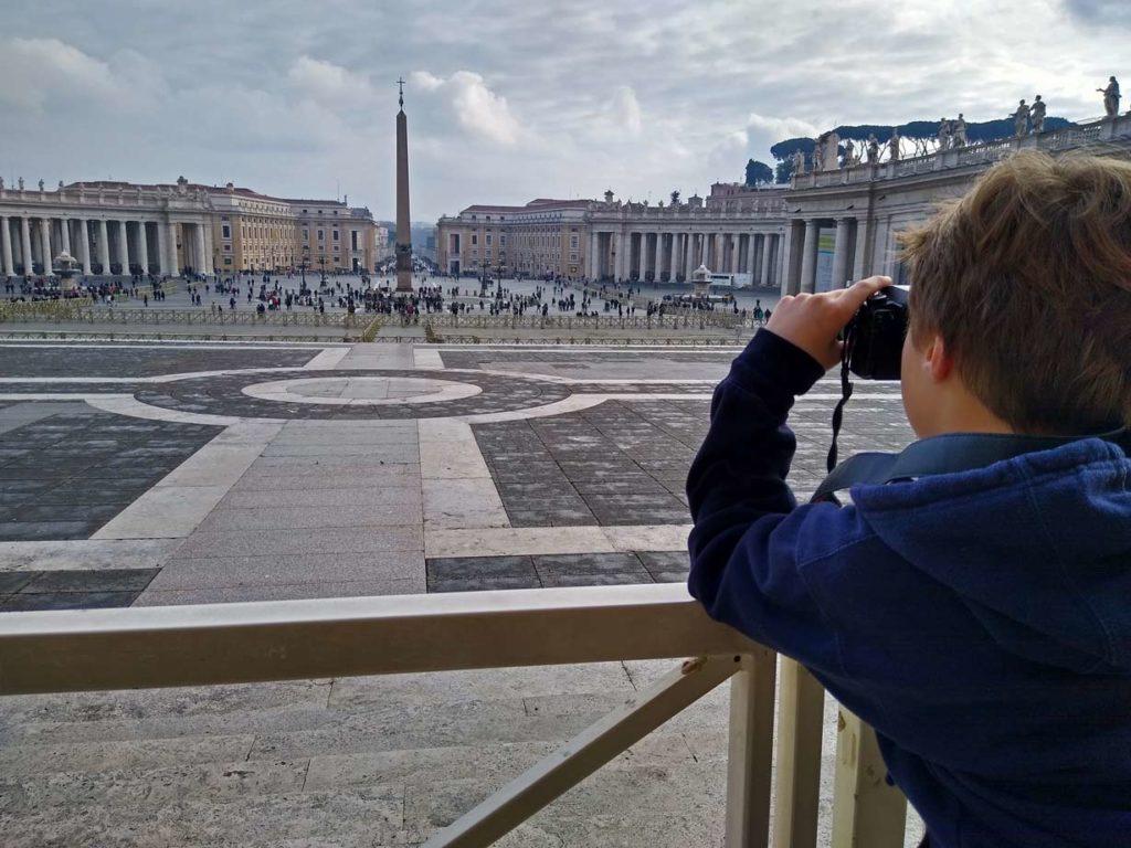 petersplatz-vatikan-mit-kindern