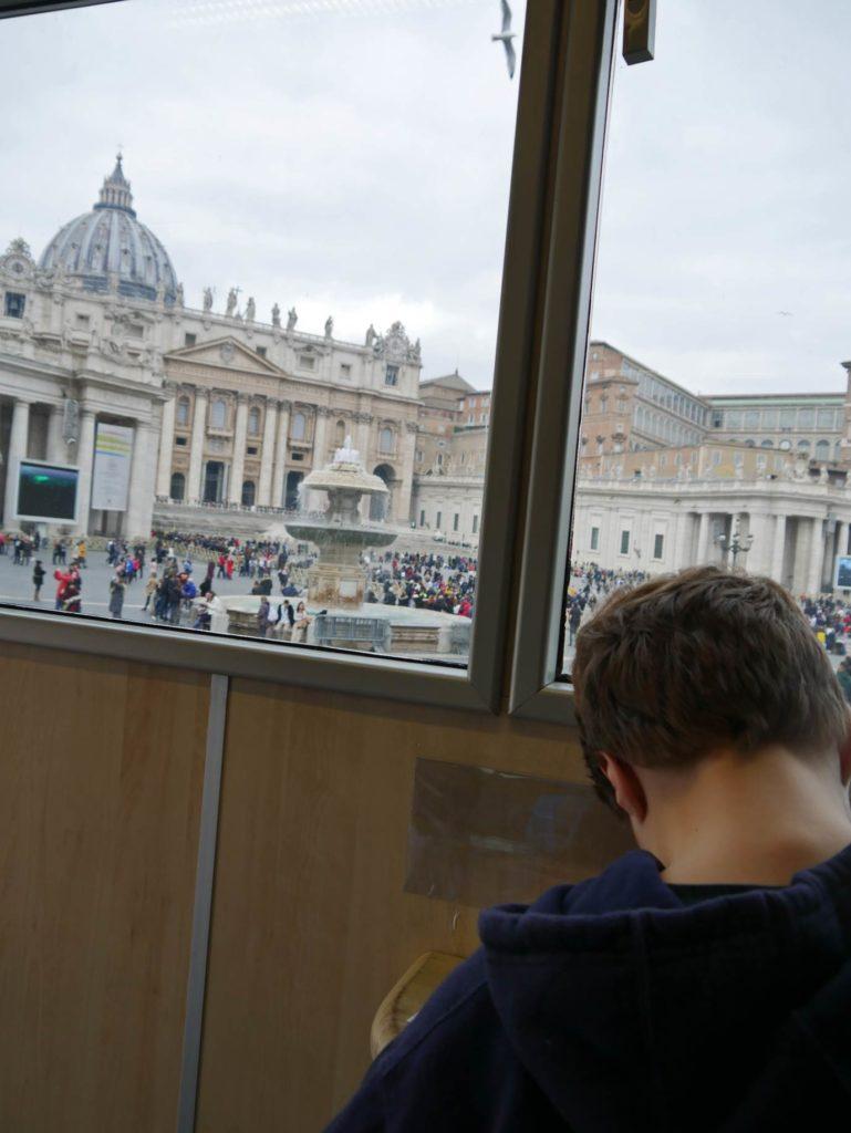 postamt-vatikan-mit-kindern