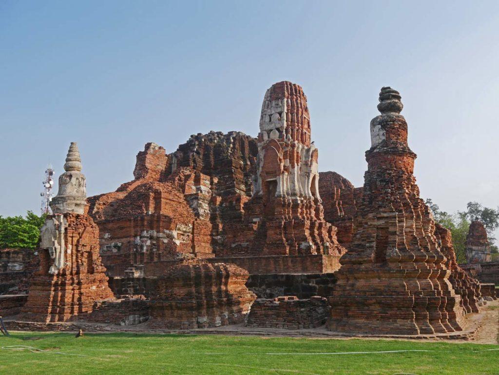wat-mahathat-ayutthaya-mit-kindern