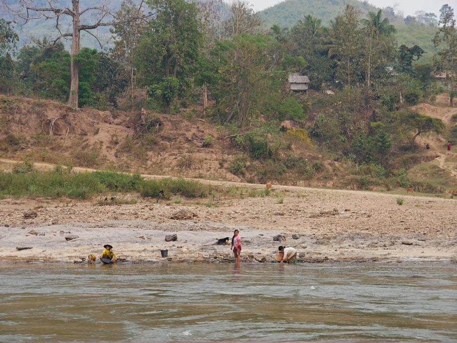 goldwaschen-slowboat-mekong-laos-mit-kindern