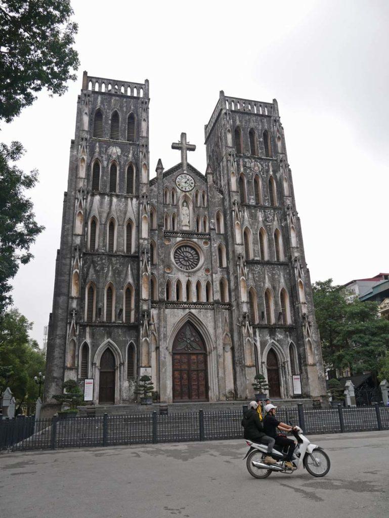 -st-joseph-kathedrale-kirche-hanoi-mit-kindern