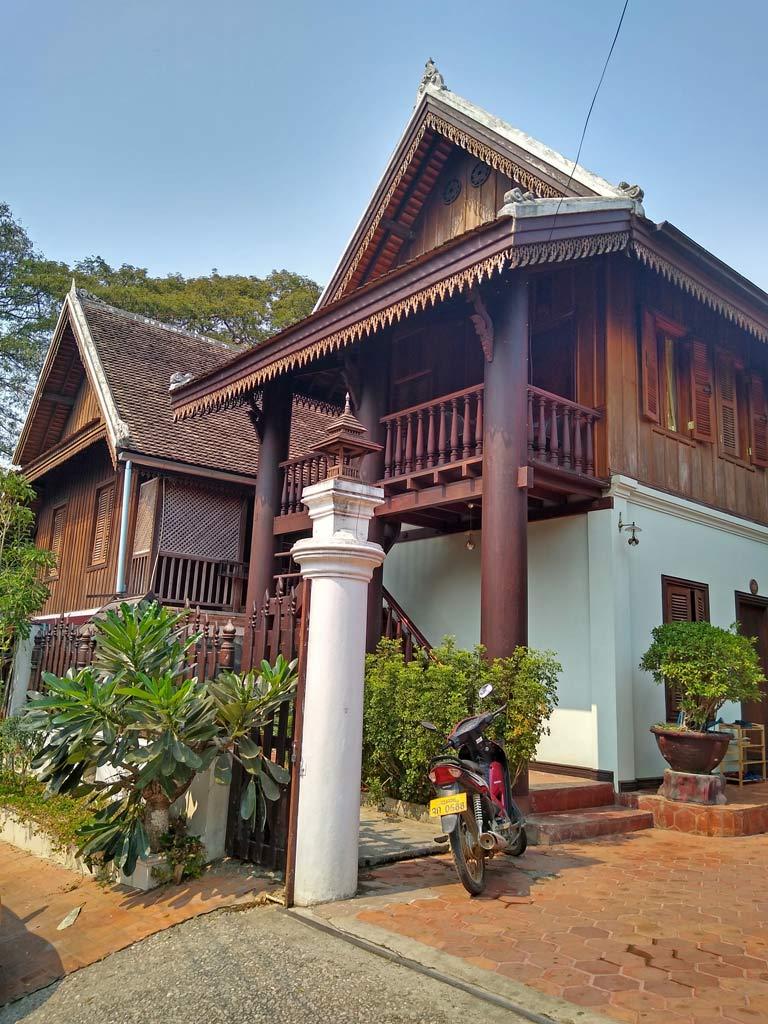 kolonialbauten-franzoesische-kolonie-luang-prabang-mit-kindern