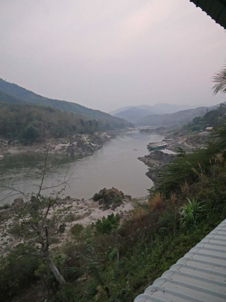pakbeng-slow-boat-mekong-laos-mit-kindern