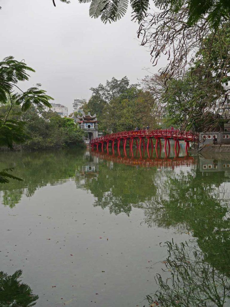 hoan-kiem-see-hanoi-vietnam-mit-kindern