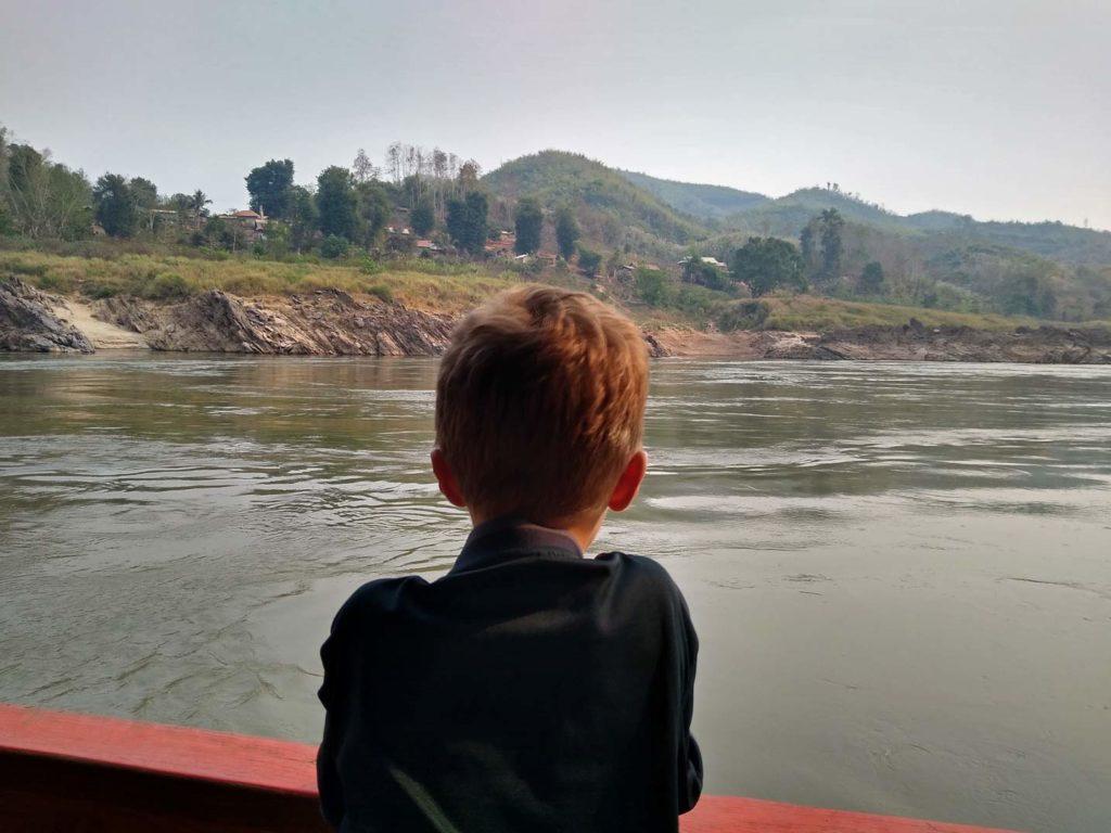 slowboat-fahrt-mekong-laos-mit-kindern