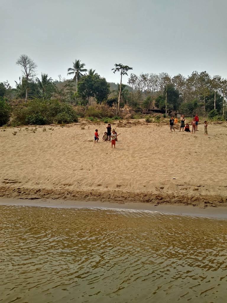slowboat laos mit kindern