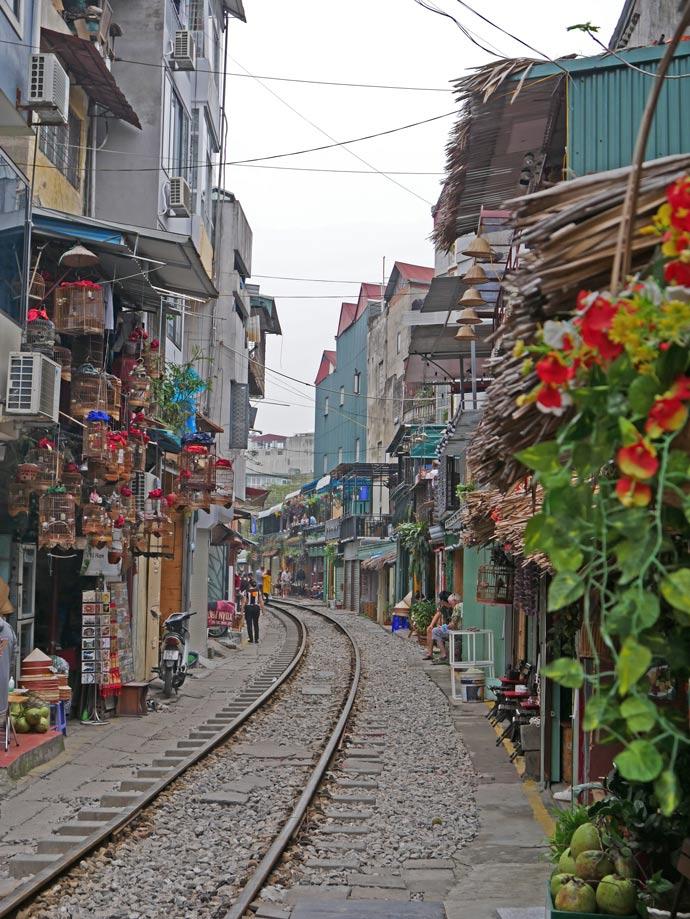trainstreet-hanoi-mit-kindern