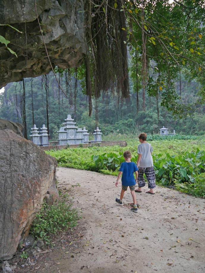 vietnam-rundreise-friedhof