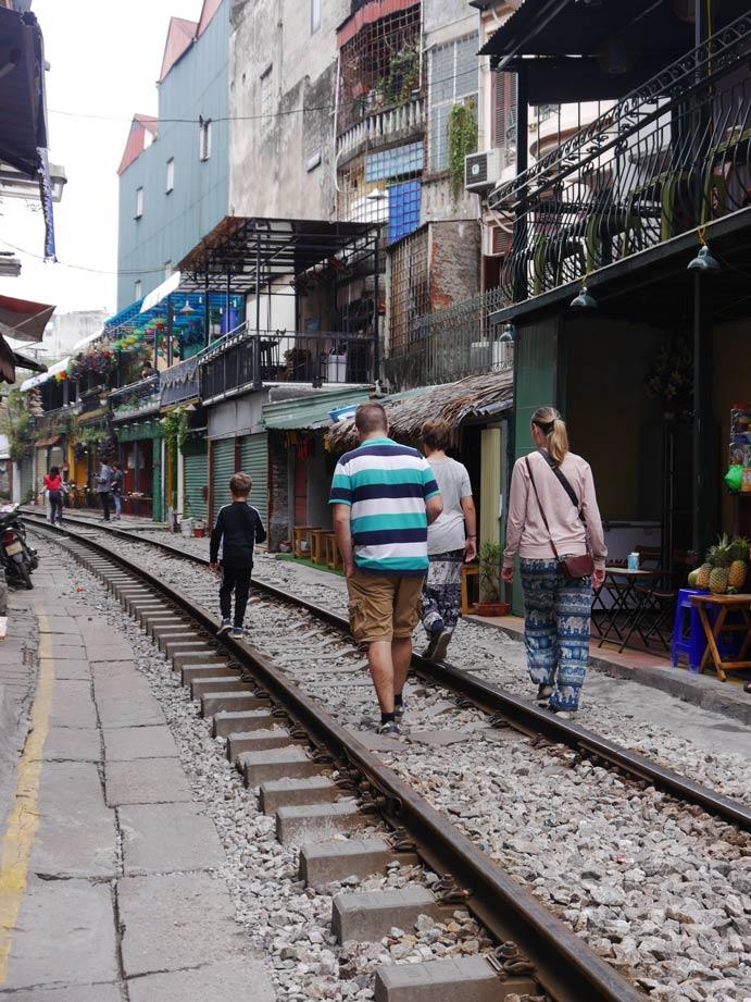 unsere-weltreise-vietnam-trainstreet-hanoi-mit-kindern