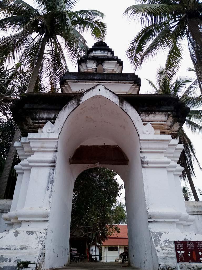 wat-tempel-luang-prabang-mit-kindern
