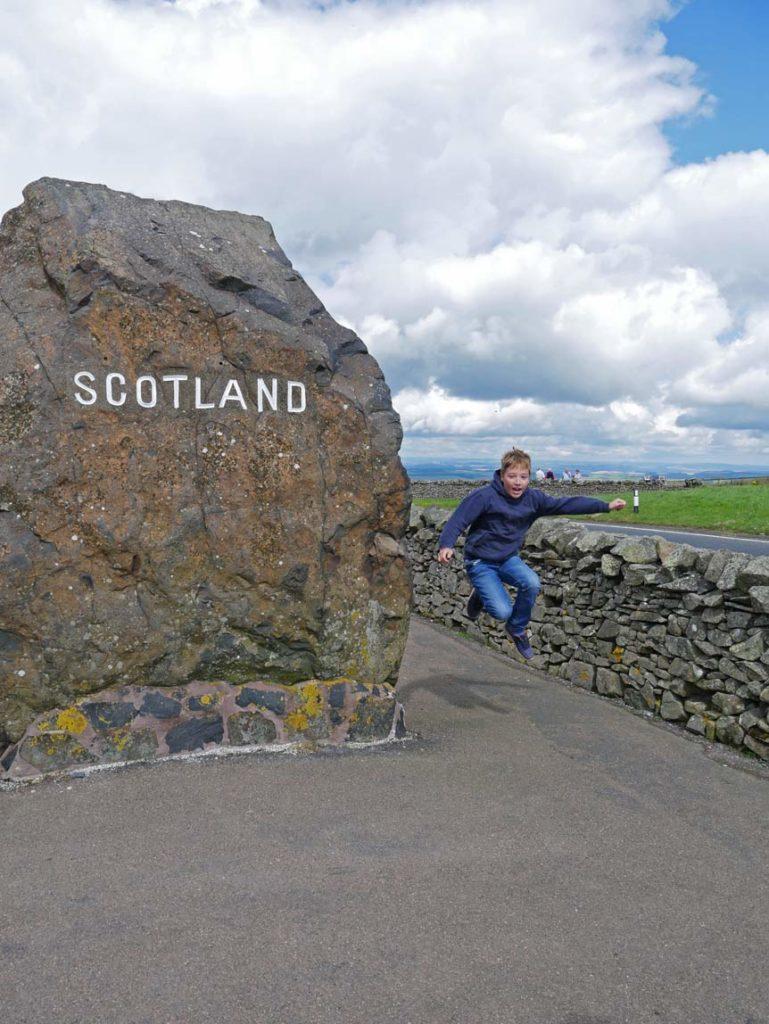 grenze-schottland-england-rundreise-großbritannien-mit-kindern