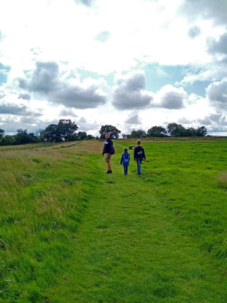 hadrians-wall-cumbria-england-rundreise-großbritannien-mit-kindern