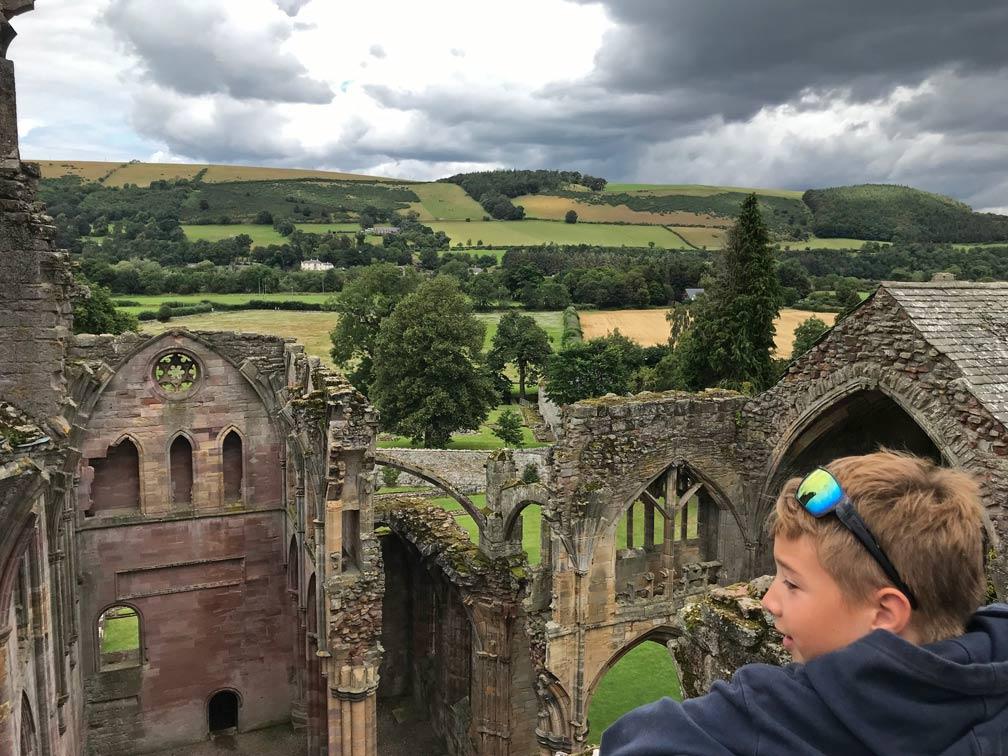 melrose-abbey-schottland-rundreise-großbritannien-mit-kindern