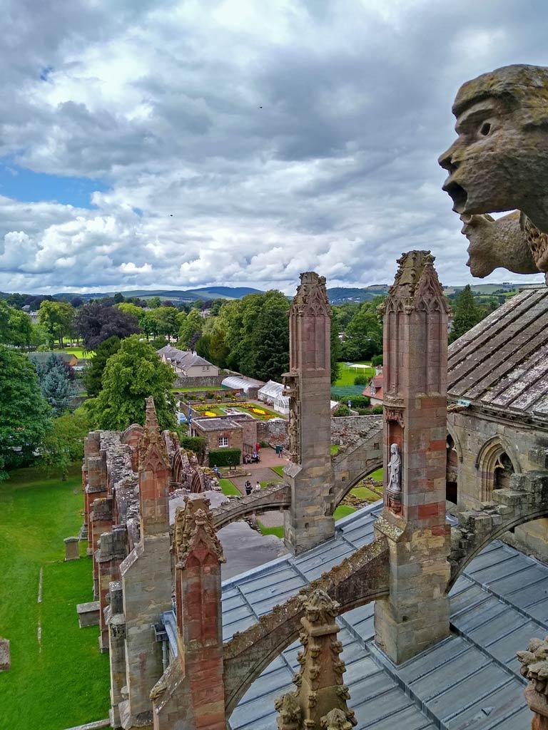 schottland-melrose-abbey-rundreise-großbritannien-mit-kindern