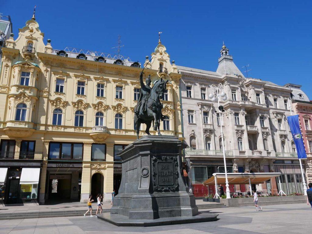 Ban-Jelačić-Platz-zagreb-mit-kindern