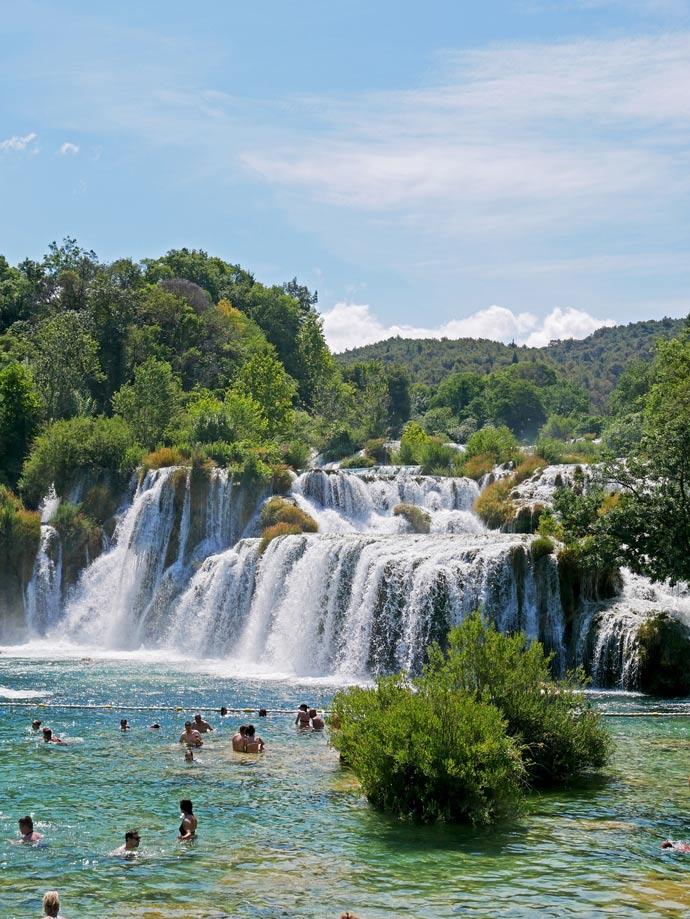 sehenswürdigkeiten-in-dalmatien-nationalpark-krka-wasserfall-kroatien-dalmatien-mit-kindern