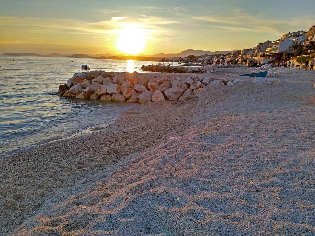 strand-bei-split-podstrana-dalmatien-mit-kindern-roadtrip-kroatien