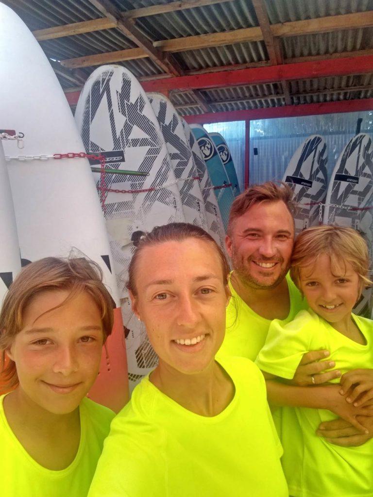windsurfen-lernen-familienkurs-kroatien-mit-kindern