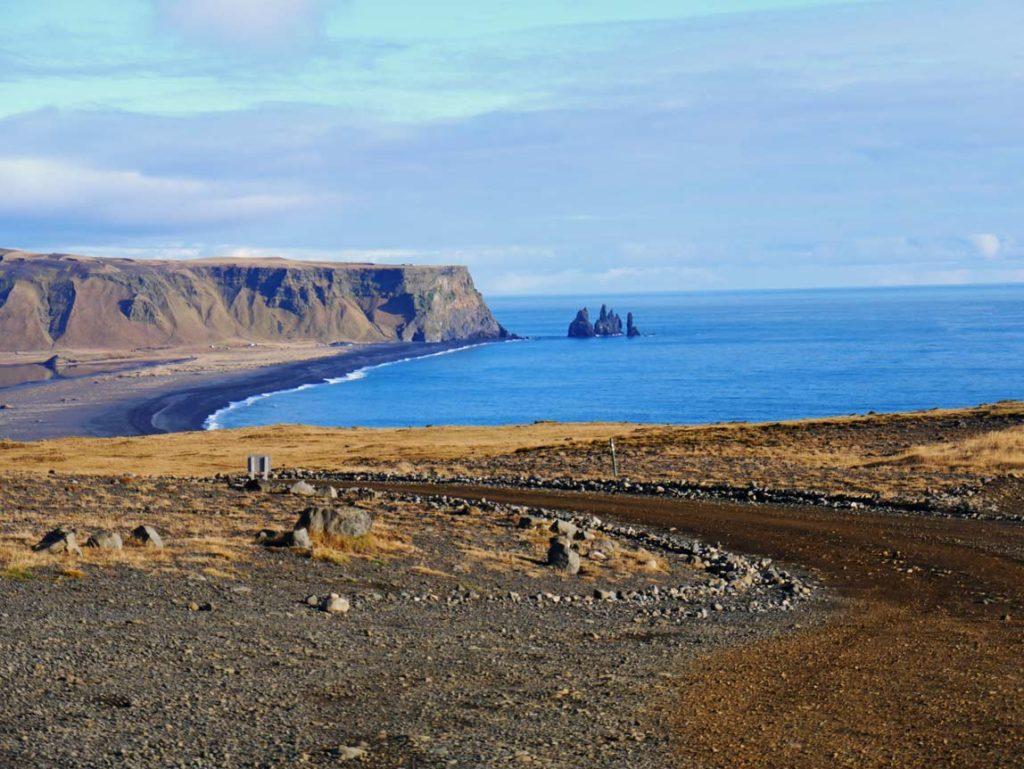 Reynisdrangar vik y mydral sued island mit kindern