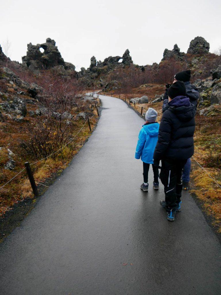 dimmuborgir-lavafeld-highlights-nord-island-mit-kindern