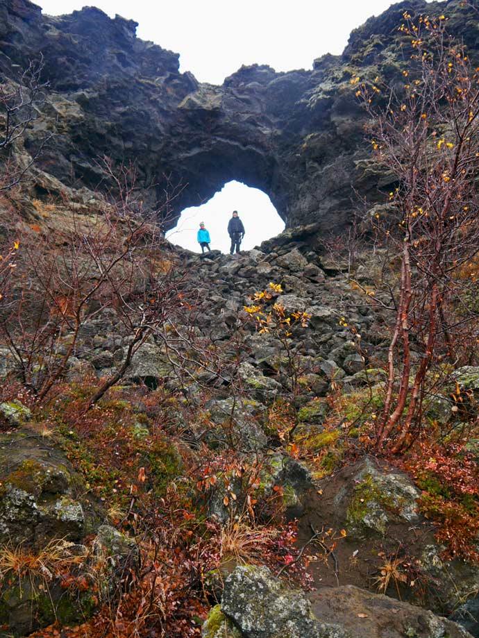 dimmuborgir-lavafeld-nord-island-mit-kindern