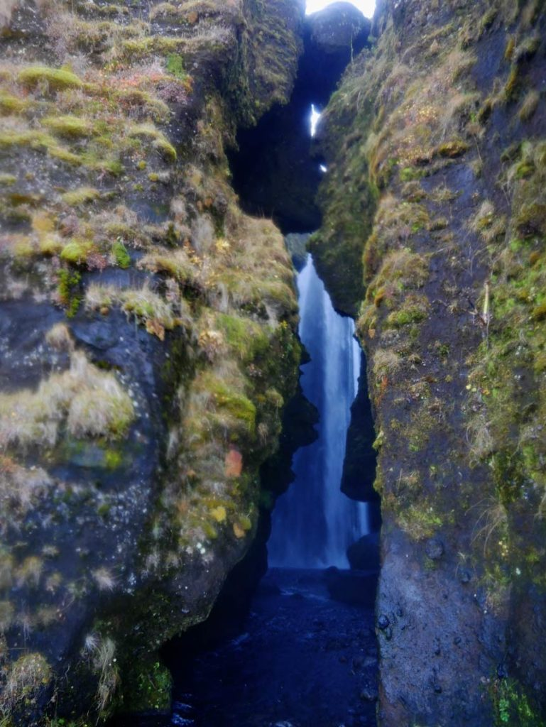 gljufrafoss-sued-island-rundreise-mit-kindern