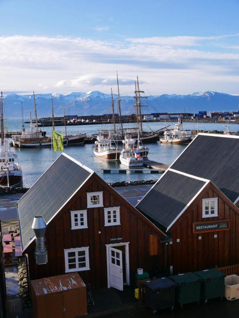 nordisland-hafen-husavik-rundreise-nord-island-mit-kindern