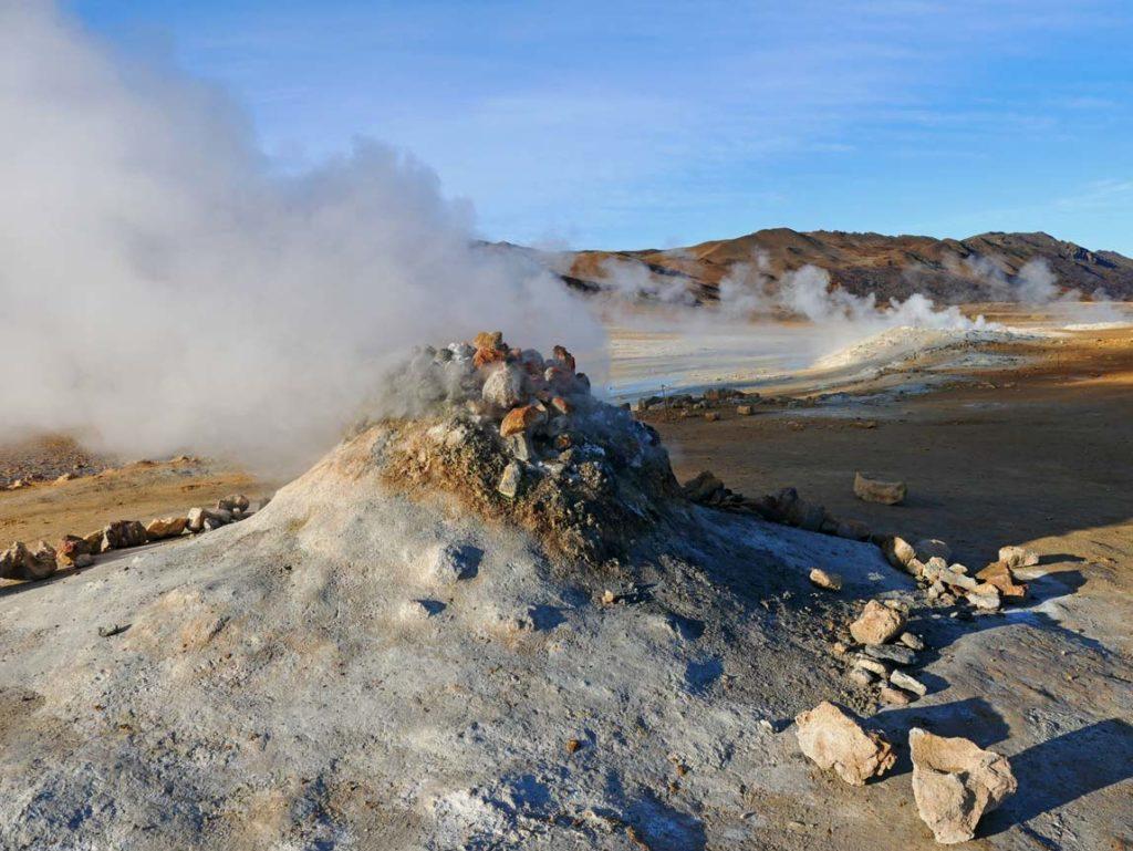 rundreise-island-myvatn-geothermie-hverir-sulforic-smoker-nord-island-mit-kindern