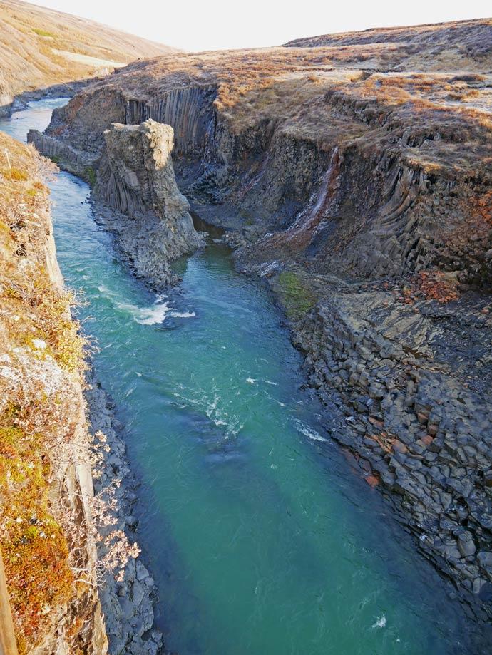 studlagil-canyon-sehenswuerdigkeiten-ost-island-rundreise
