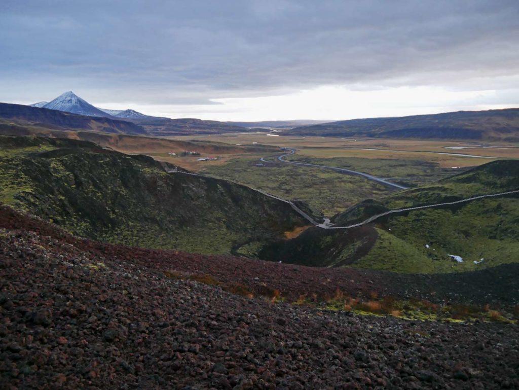 vulkankrater-grabrok-roadtrip-island