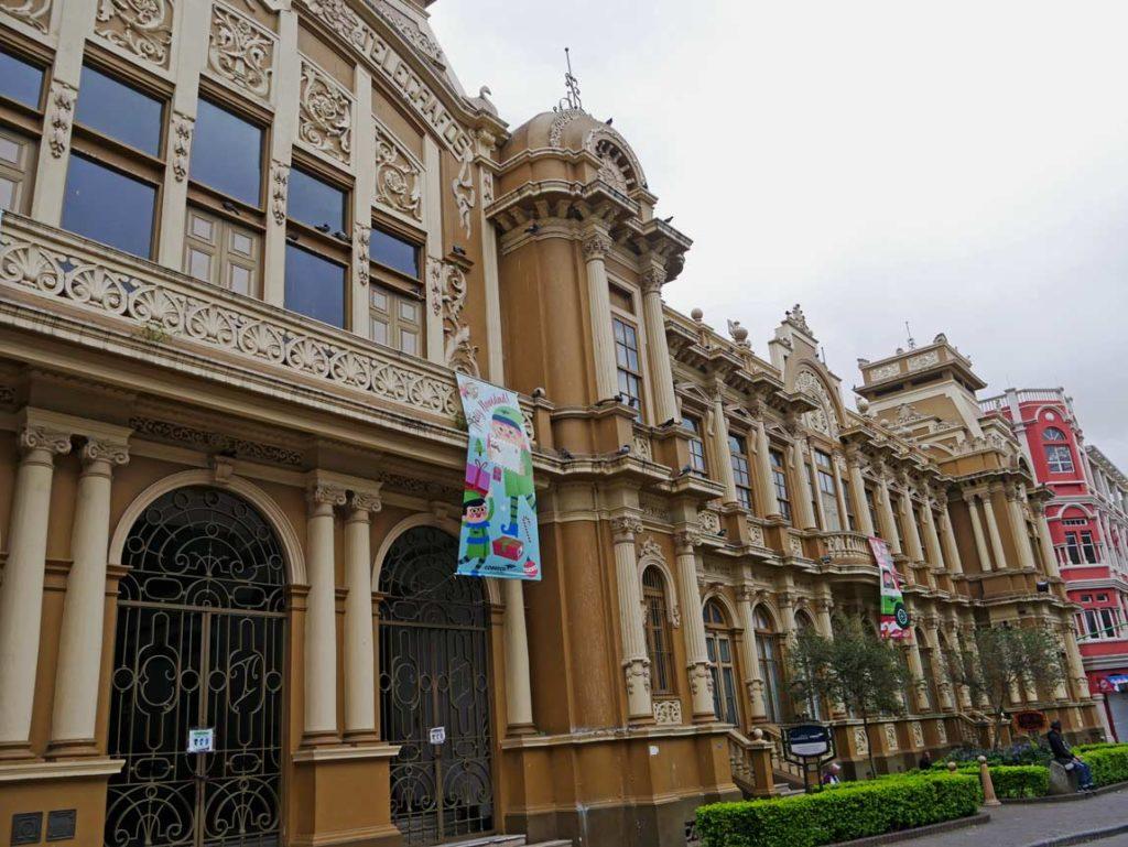 historisches-postamt-san-jose-costa-rica-mit-kindern