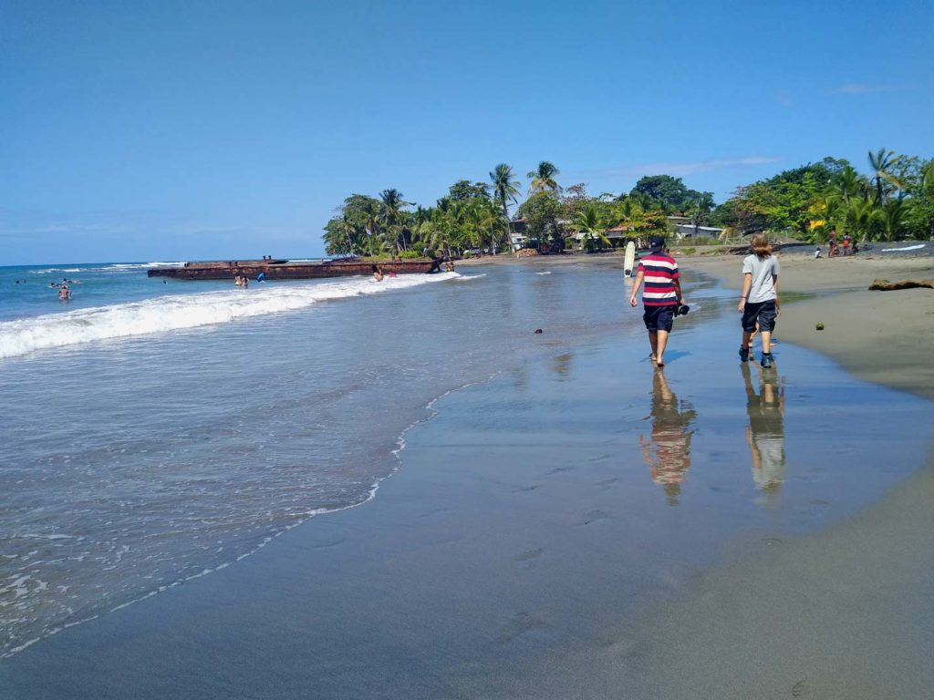 puerto-viejo-schiffswrack-karibikkueste-costa-rica-mit-kindern