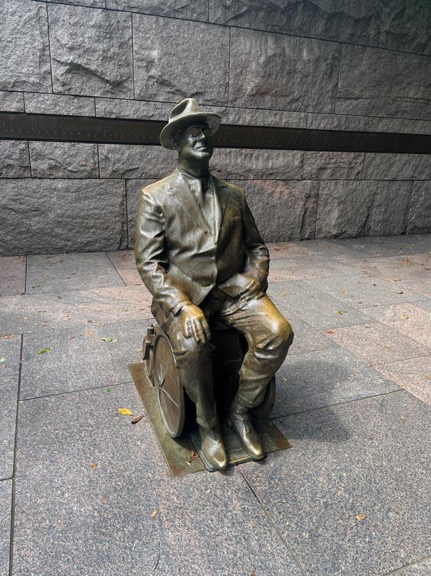 roosevelt-memorial-nationalmall-staedtetrip-washington-dc-mit-kind